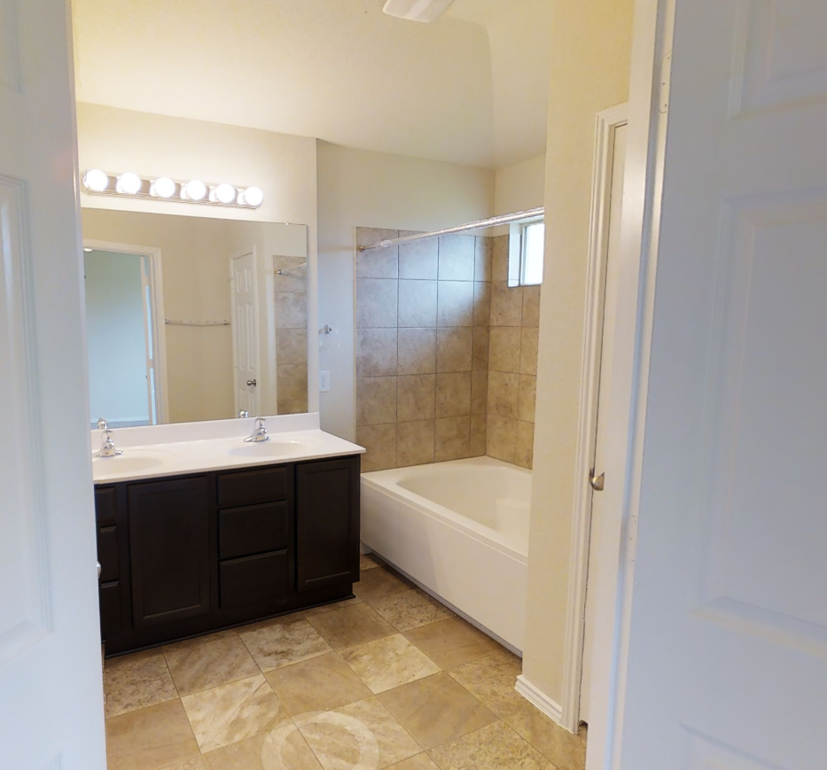 The Austin, Master Bath, Killeen Homes, Lakeview, DR Horton, express homes, Nexthome tropicana, fort hood homes